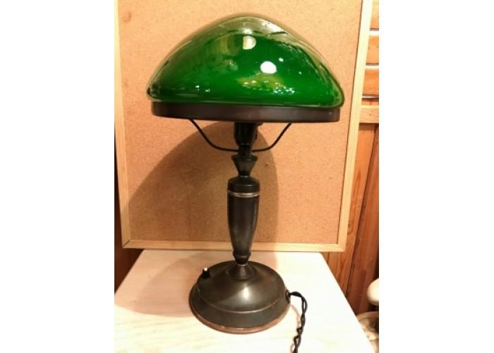 Настольная лампа с зеленым плафоном,докторская