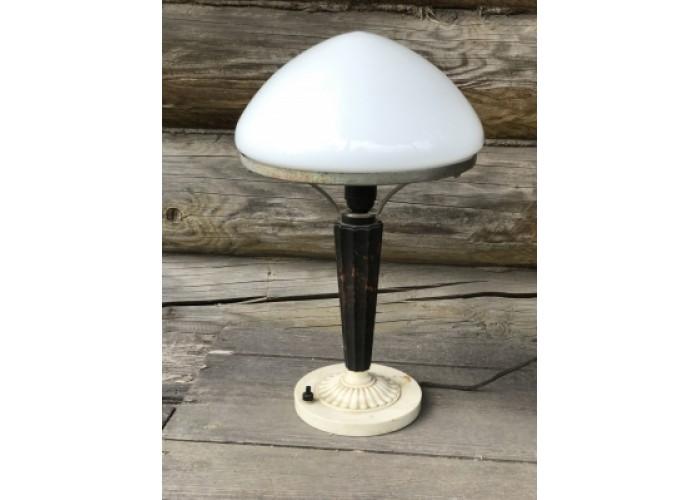 Настольная лампа с плафоном. Основание дерево\бакелит