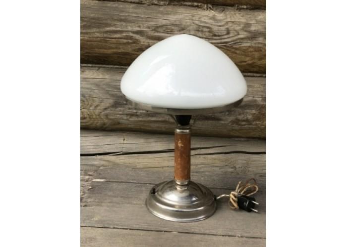 Настольная лампа с белым плафоном, основание дерево. СССР